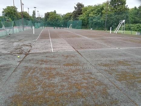 vieux terrain de tennis