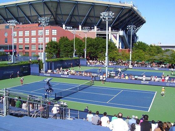 Comment les circuits ralentissent les courts de tennis?